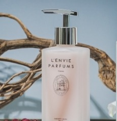 https://www.lenvieparfums.com/upload/banner/Sabonetes líquidos